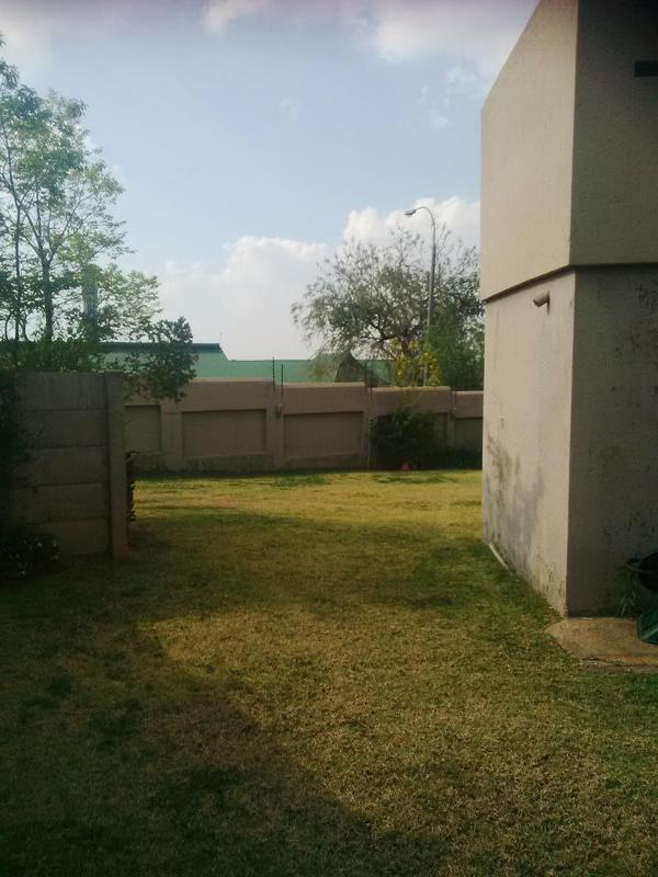 Property For Rent in Little Falls, Roodepoort 25