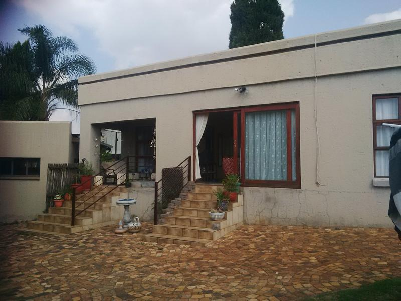 Property For Rent in Little Falls, Roodepoort 28