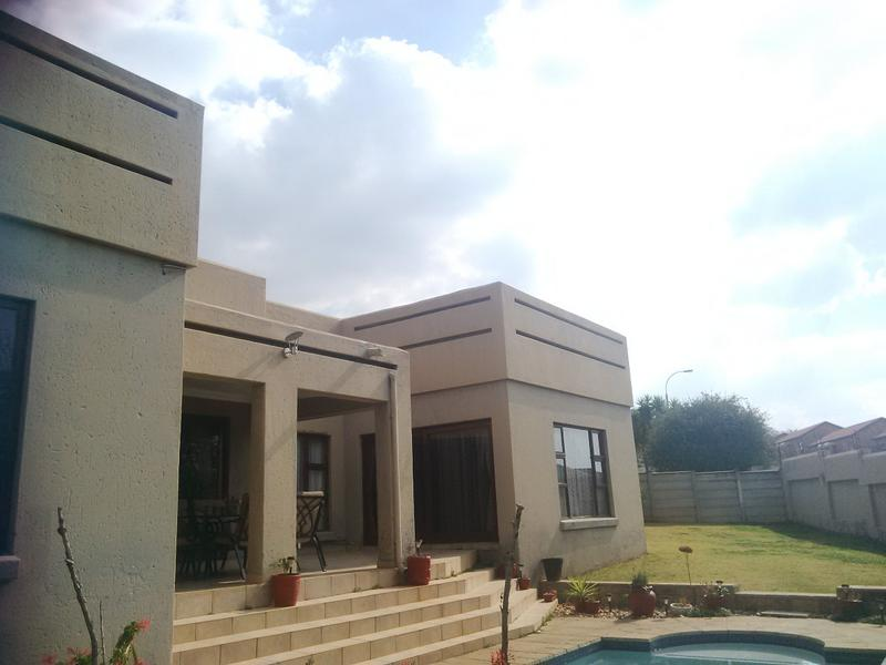 Property For Rent in Little Falls, Roodepoort 29