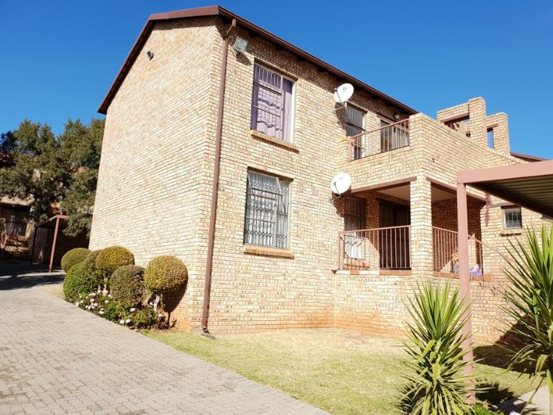 Property For Rent in Ruimsig, Roodepoort 1