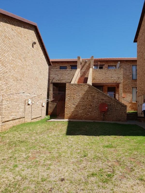 Property For Rent in Ruimsig, Roodepoort 12