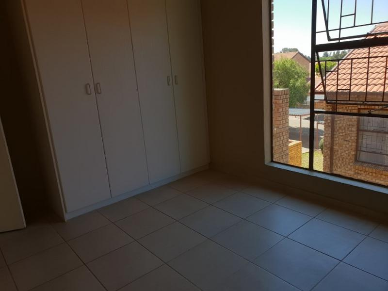 Property For Rent in Ruimsig, Roodepoort 9
