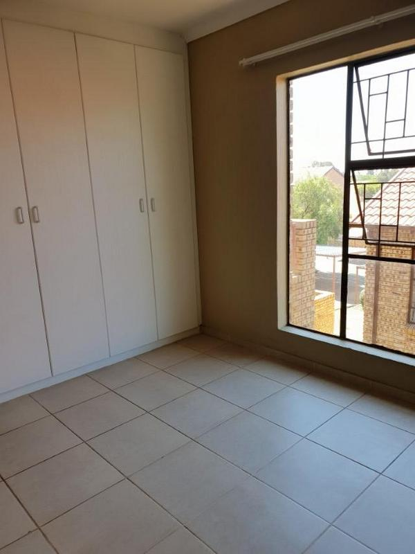 Property For Rent in Ruimsig, Roodepoort 10
