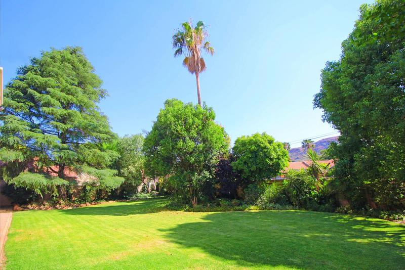 Property For Sale in Little Falls, Roodepoort 5