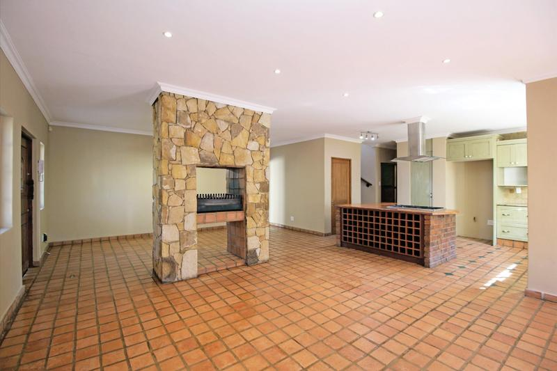 Property For Sale in Little Falls, Roodepoort 7