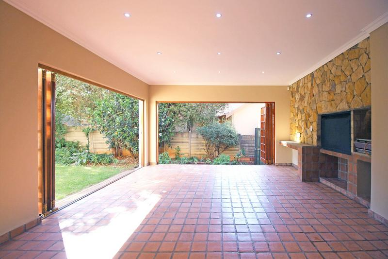 Property For Sale in Little Falls, Roodepoort 8