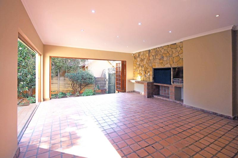 Property For Sale in Little Falls, Roodepoort 9