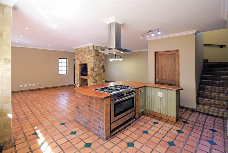 Property For Sale in Little Falls, Roodepoort 12