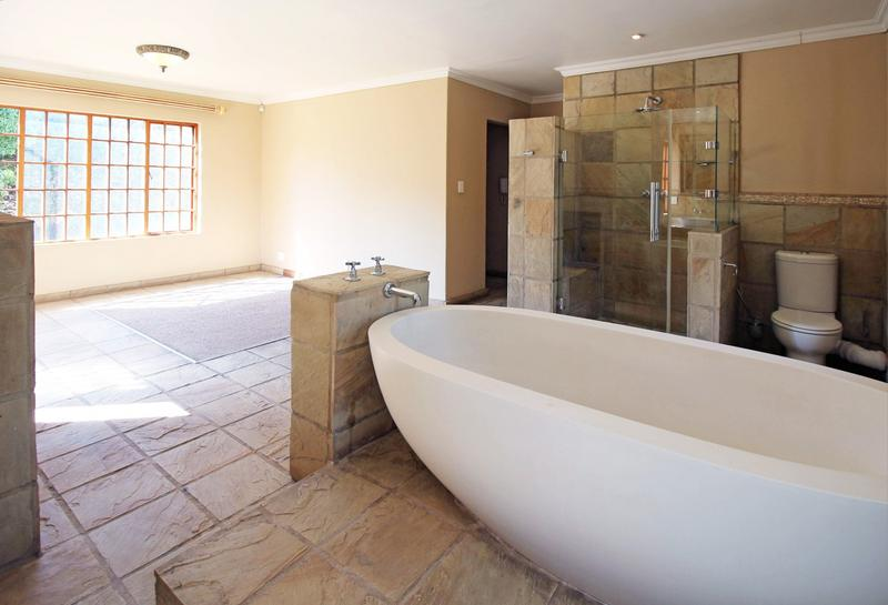 Property For Sale in Little Falls, Roodepoort 19