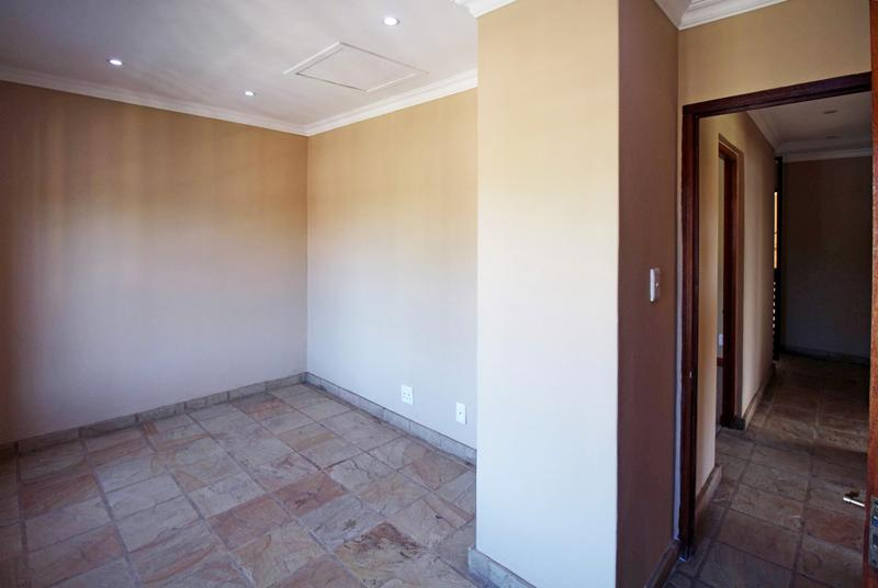 Property For Sale in Little Falls, Roodepoort 29