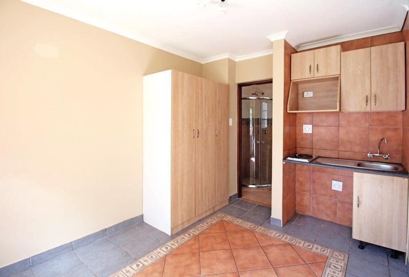Property For Sale in Little Falls, Roodepoort 33