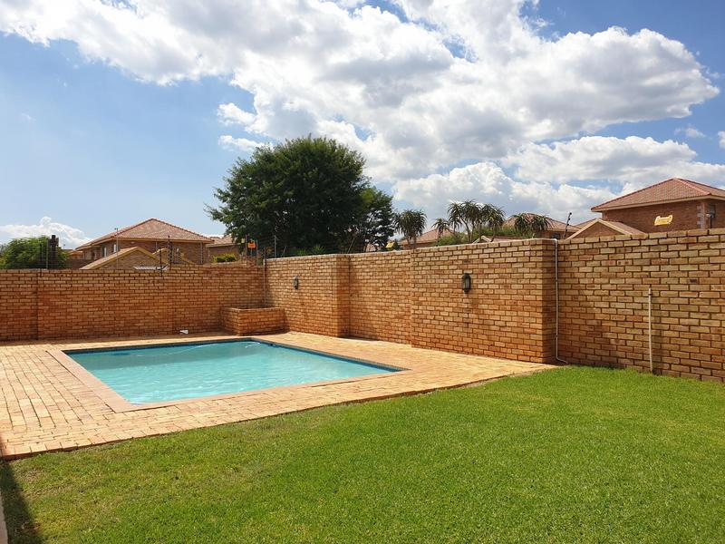 Property For Sale in Willowbrook, Roodepoort 27