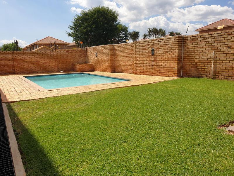 Property For Sale in Willowbrook, Roodepoort 28