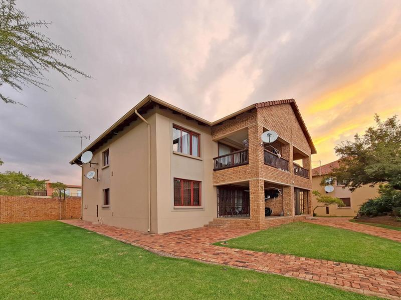 Property For Sale in Ruimsig, Roodepoort 1