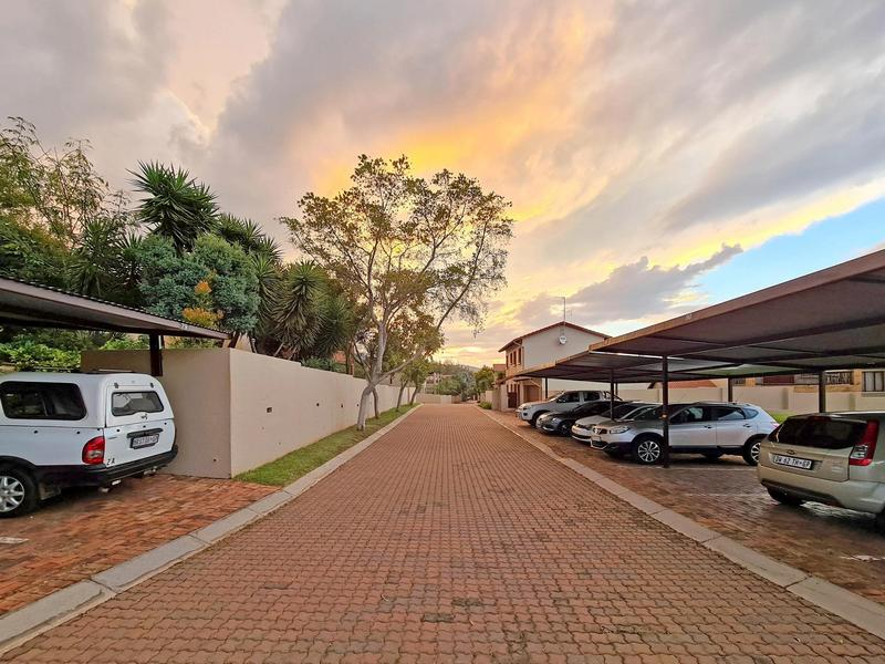 Property For Sale in Ruimsig, Roodepoort 20