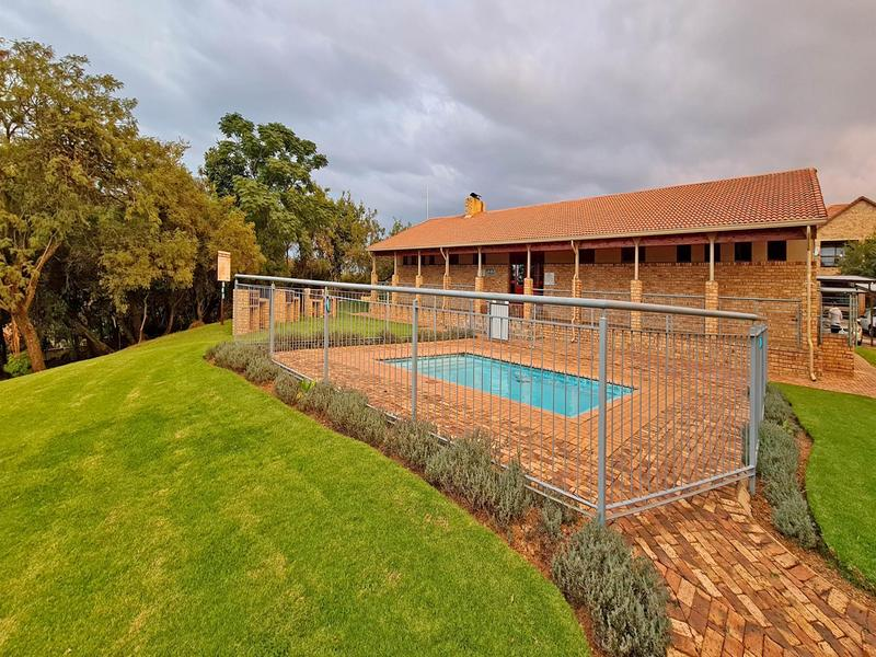 Property For Sale in Ruimsig, Roodepoort 21