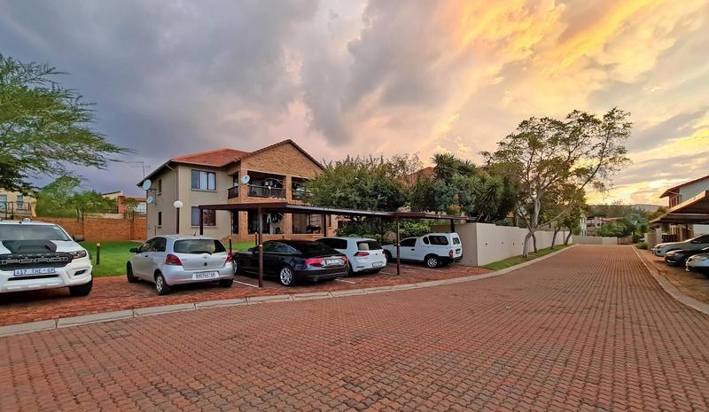 Property For Sale in Ruimsig, Roodepoort 2